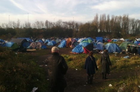 calais-ou-les-immigres-vivent-dans-la-jungle